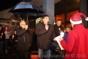 gradonacelnik-rosas-upalio-prvu-adventsku-svijecu-11